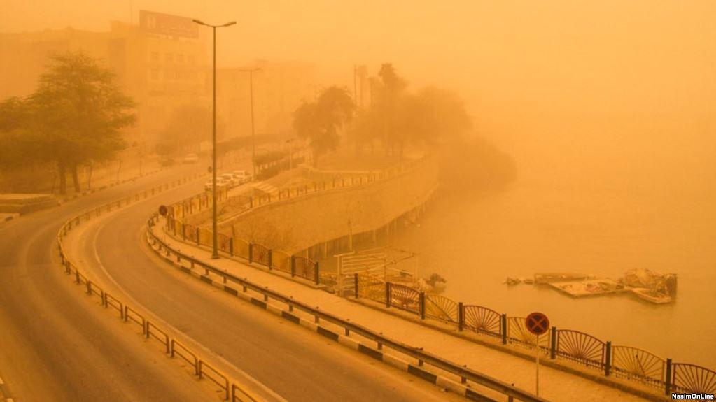 ریزگردهای خوزستان و از بی کفایتی رژیم در داخل و خارج است.  نوشته سهراب ارژنگ