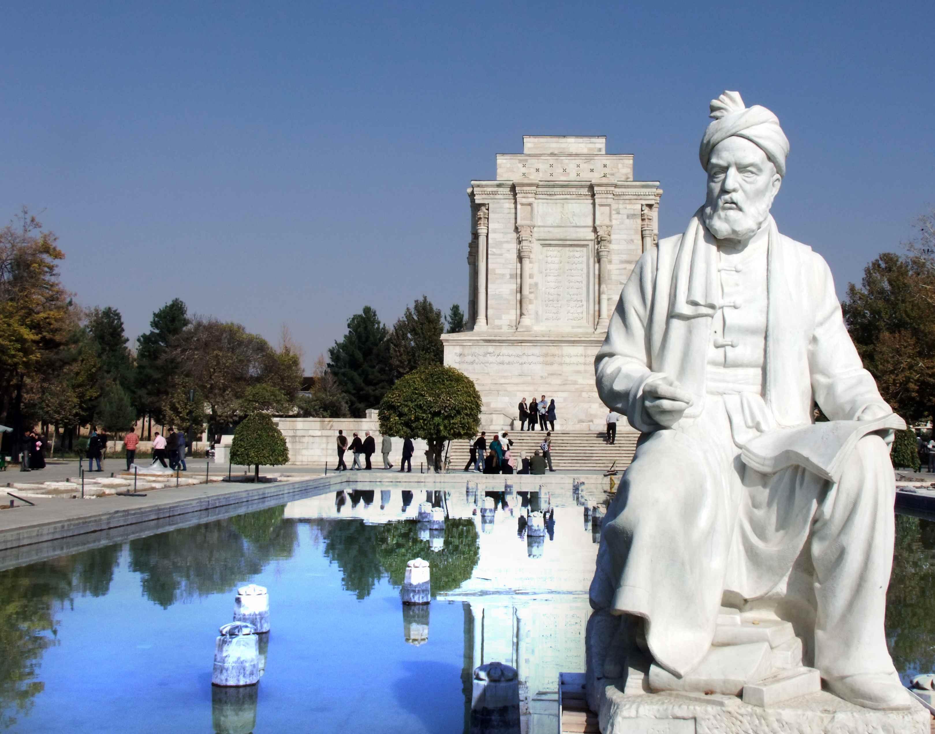 روز بزرگداشت فردوسی، زنده کننده زبان فارسی