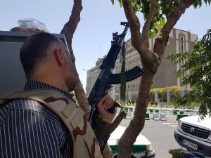 Iranian-Forces-near-Majlis-june-2017-600x450
